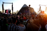 Pyramid stage with Elbow performing